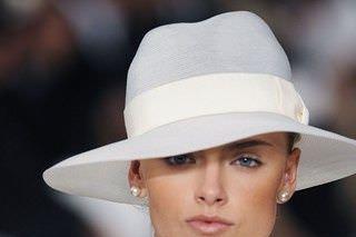 La sposa con il cappello  quale scegliere 1b37736a04c3