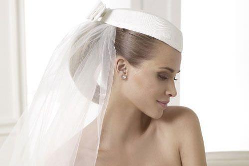50134b8560a4 La sposa con il cappello  quale scegliere